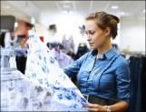Stylistka při nakupování
